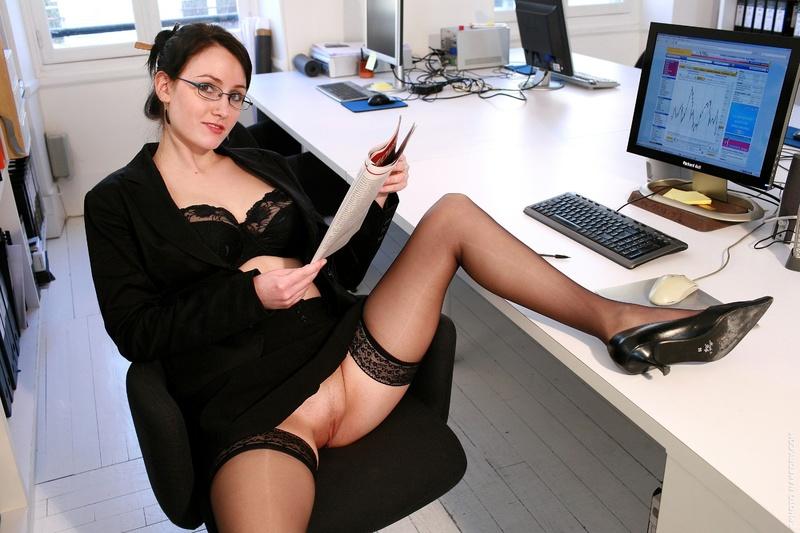 фото секретарши показывают трусики уносит