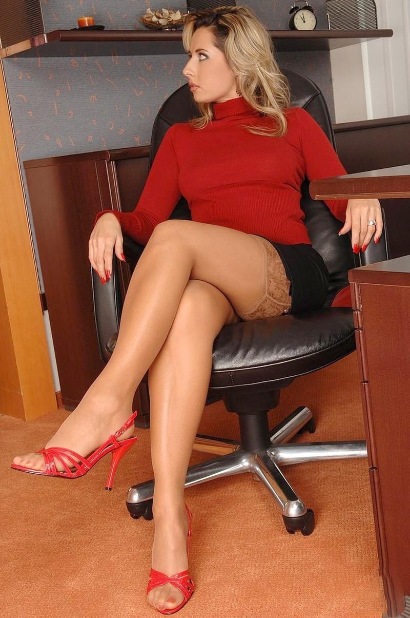 Секретарши в возрасте порно онлайн 24 фотография