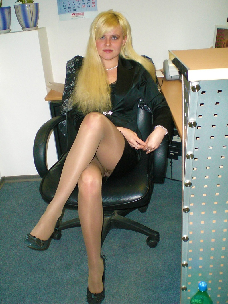 У секретарши под юбкой в чулках 7 фотография