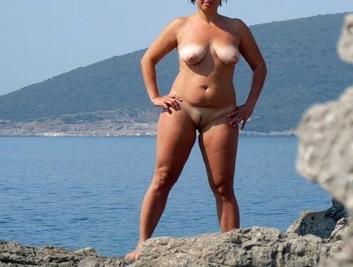 женщины голые фото загорают