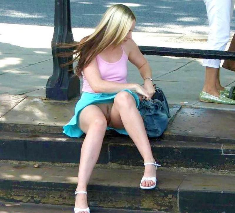 Упс у девушек без трусов фото 24 фотография