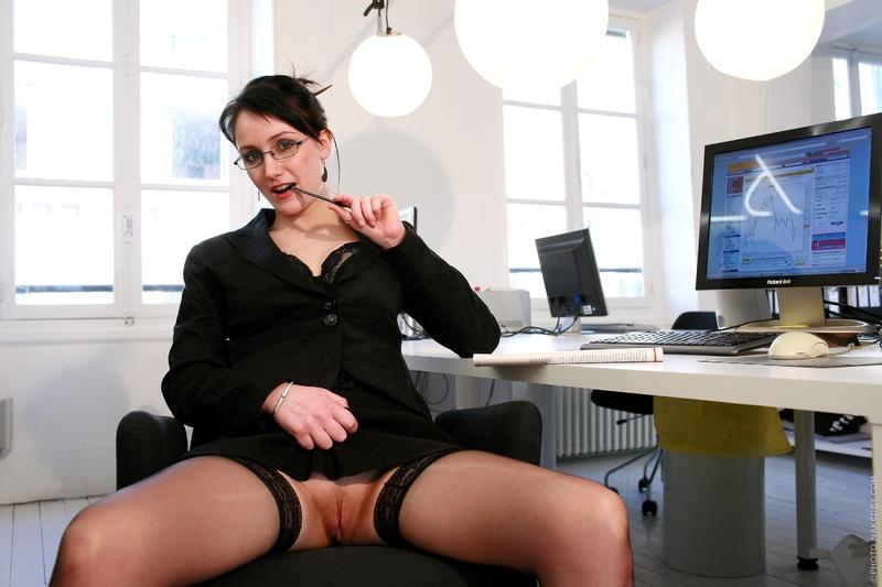 Порно Секретарша В Юбке Без Трусиков