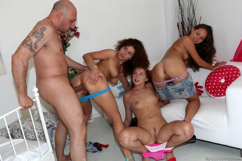 Смотреть групповое порно копилка 7 фотография