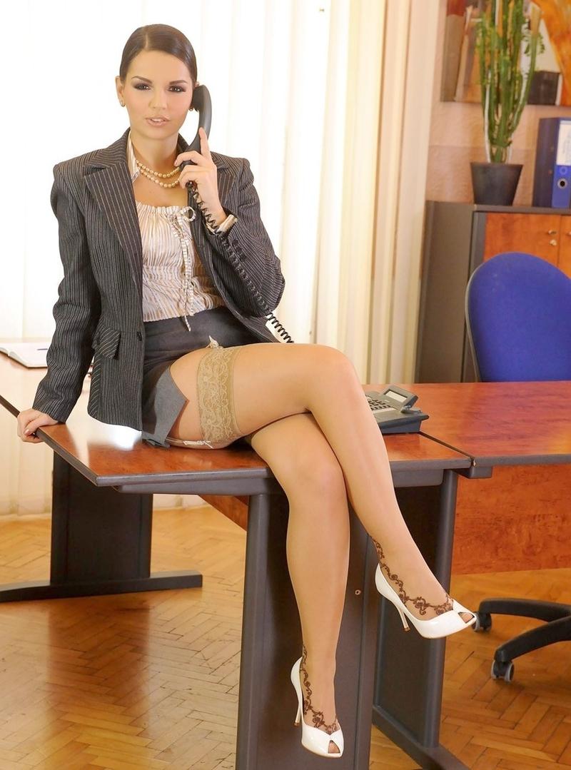 Трахнул секретаршу на камеру великолепная