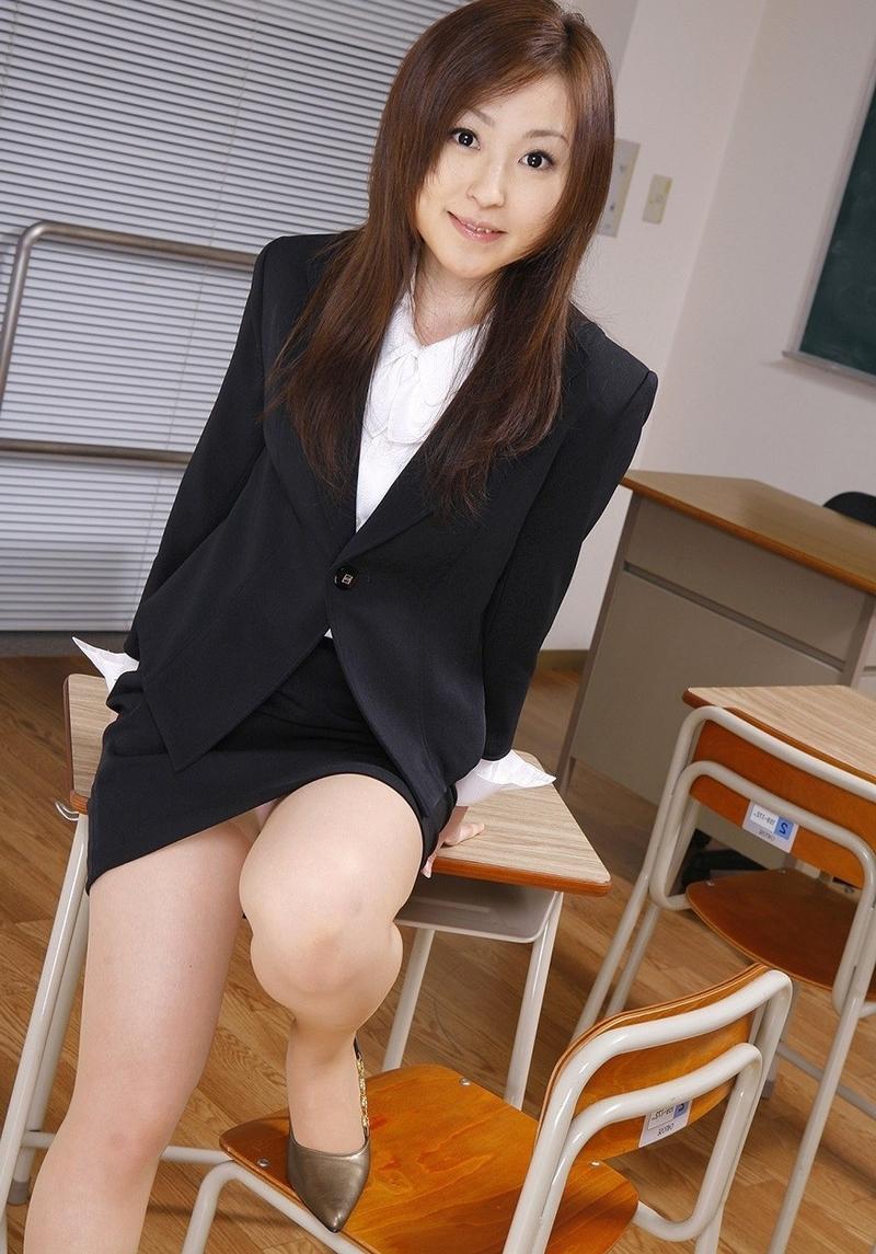 Сексуальная японская учительница 6 фотография