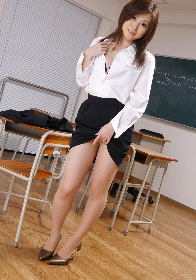 Сексуальная японская учительница 9 фотография