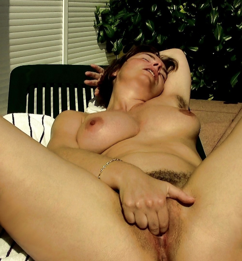 Brunette blowjob for beautys sake 01