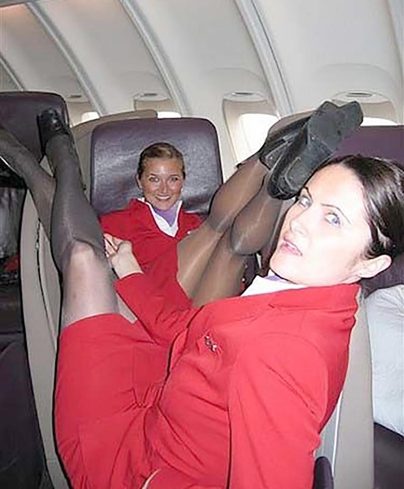Стюардессы под юбкой 24 фотография