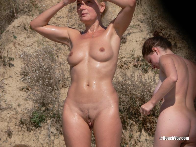 Фото голая зрелая женщина на пляже 7 фотография