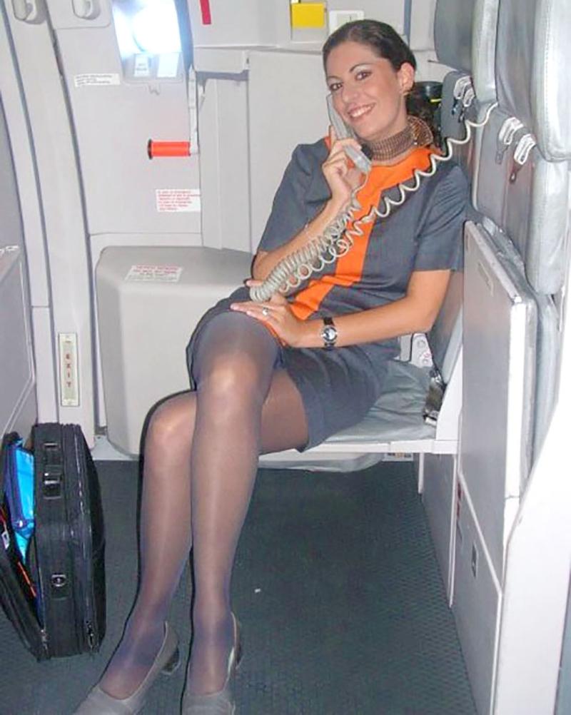 У стюардессы под юбкой онлайн 2 фотография