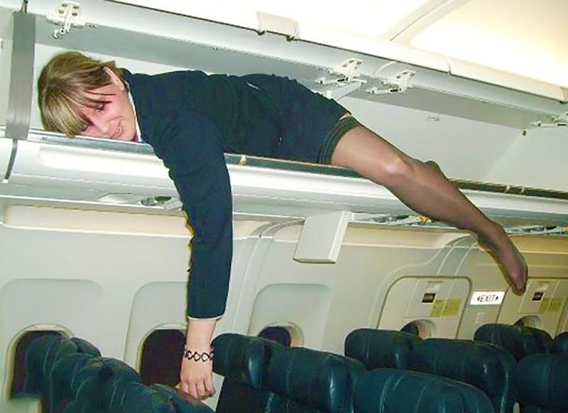Что у стюардесс под юбками в полете 9 фотография