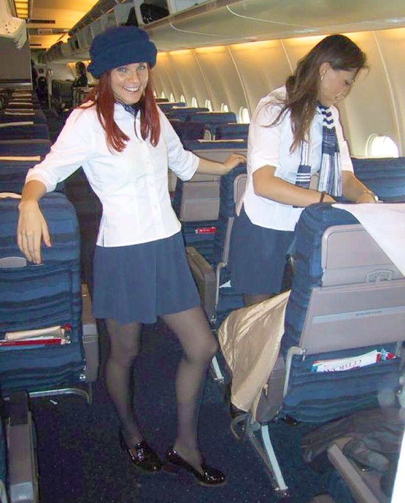 Фото брюнетки стюардессы 6 фотография