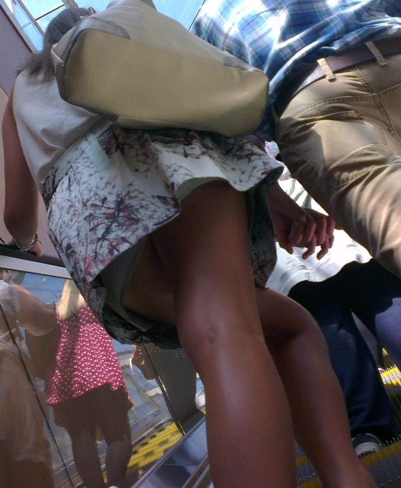 Скрытая камера под юбками у девушек40