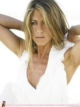 Jennifer Aniston7