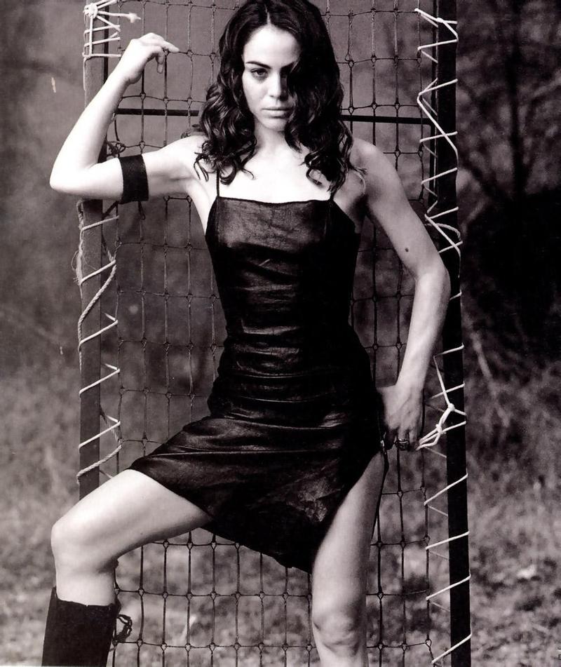 Янси батлер nude 24 фотография