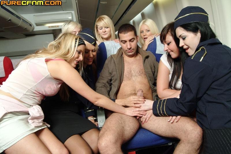 Дрочит руками стюардесса