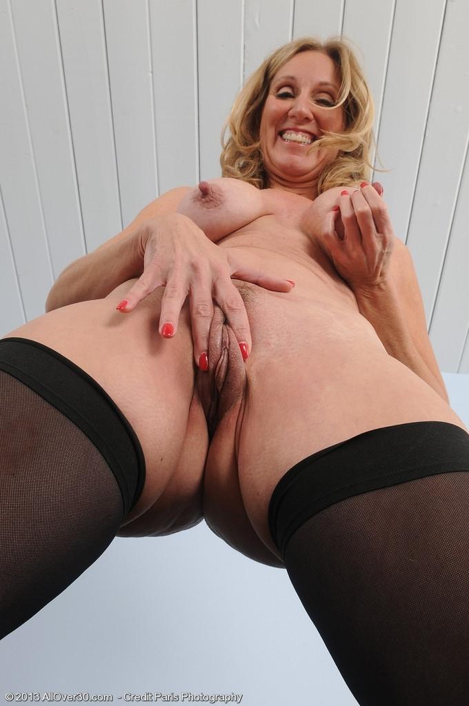 голые зрелые женщины вид снизу фото