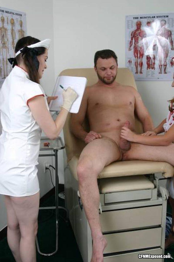 Голые парни и медсестры порно