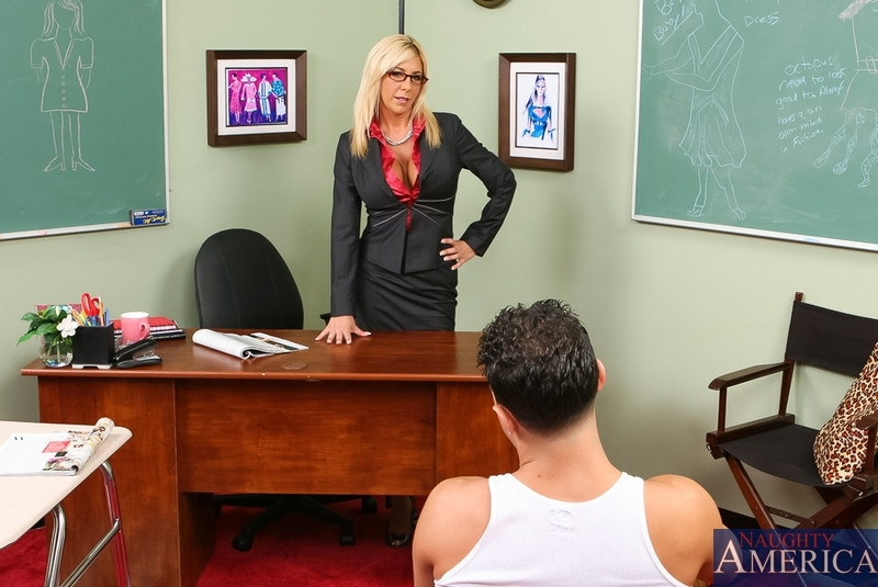 Грудастая училка наказала ученика