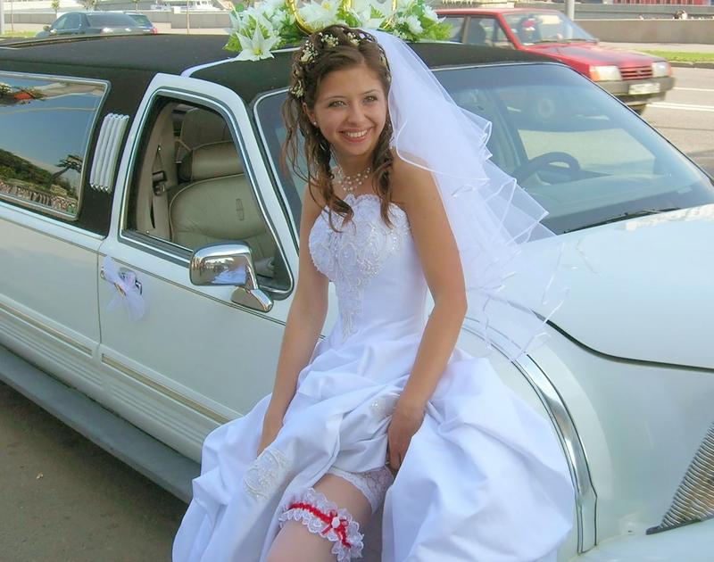 Трахает в свадебном платье 14 фотография