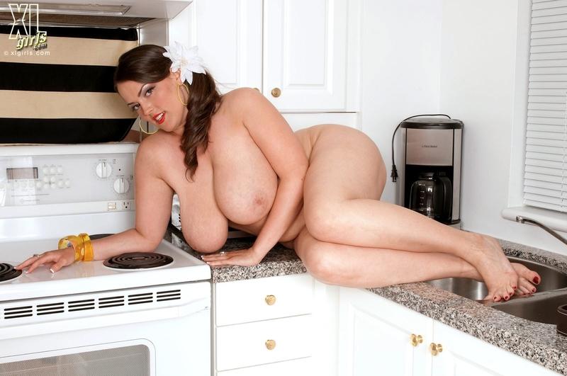 Секс с толстушкой на кухне 8 фотография