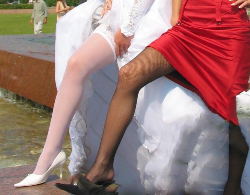 потом, долго задралась юбка невесты фото использование