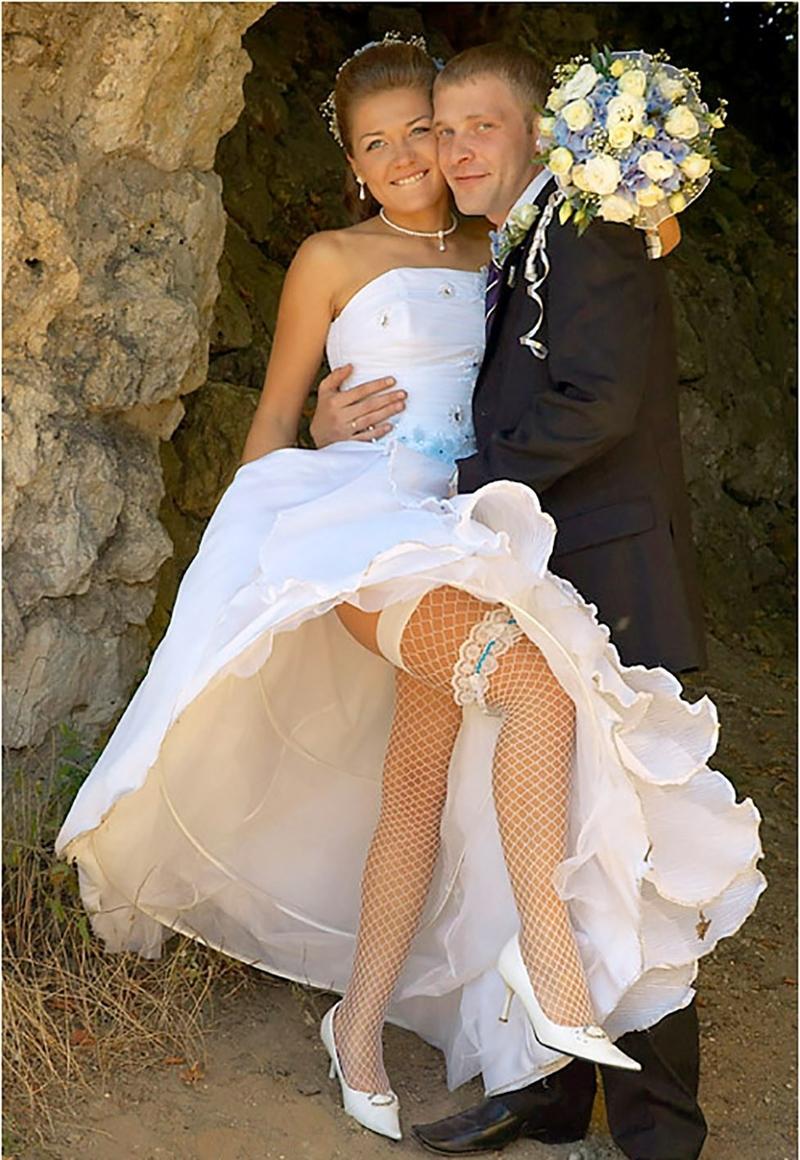 У невесты задралась юбка 5 фотография
