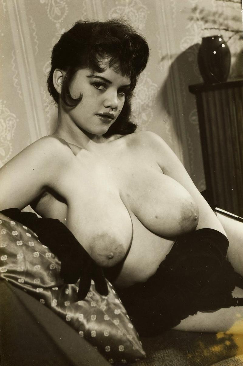 Фото необычной формы груди 21 фотография