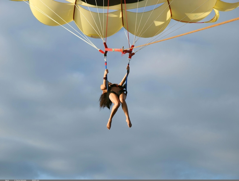 Прыгают с парашютом голыми 6 фотография