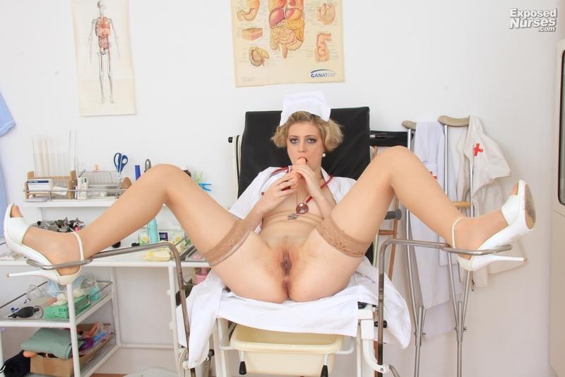 У гинеколога в кресле 12 фотография