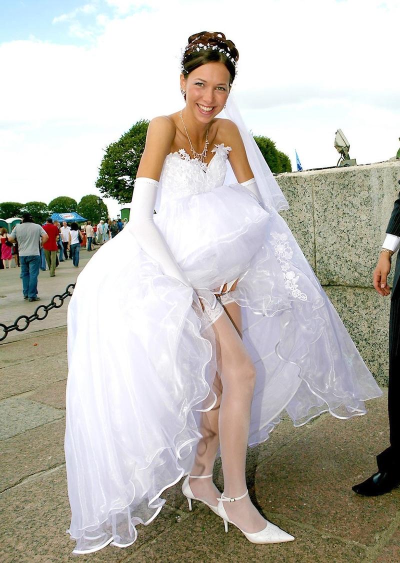 Залез под платье невесты