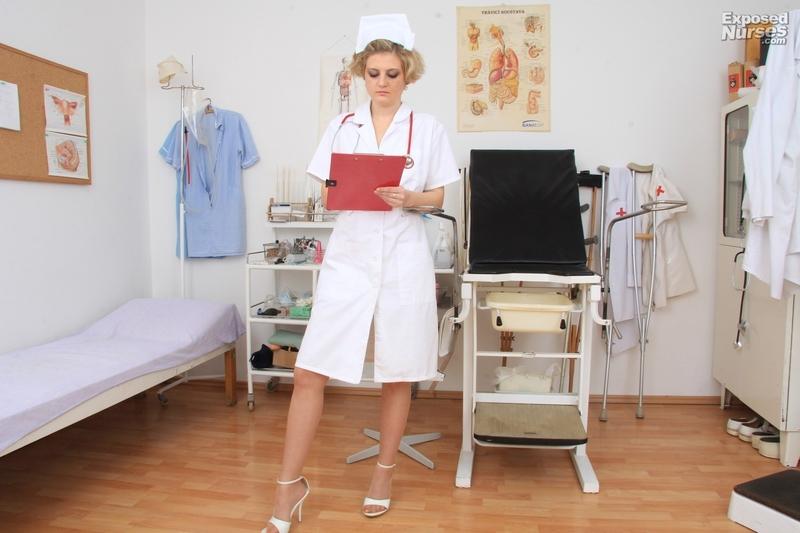 Привязана к креслу гинеколога 26 фотография