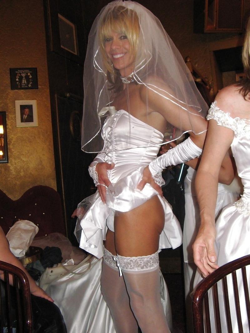 в свадебном платье страпон концу программы