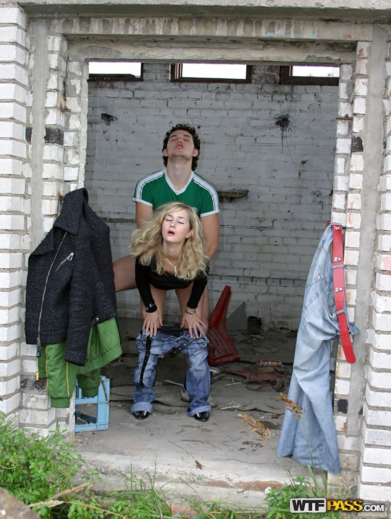 Русские девушки сняли парня на улице 3 фотография