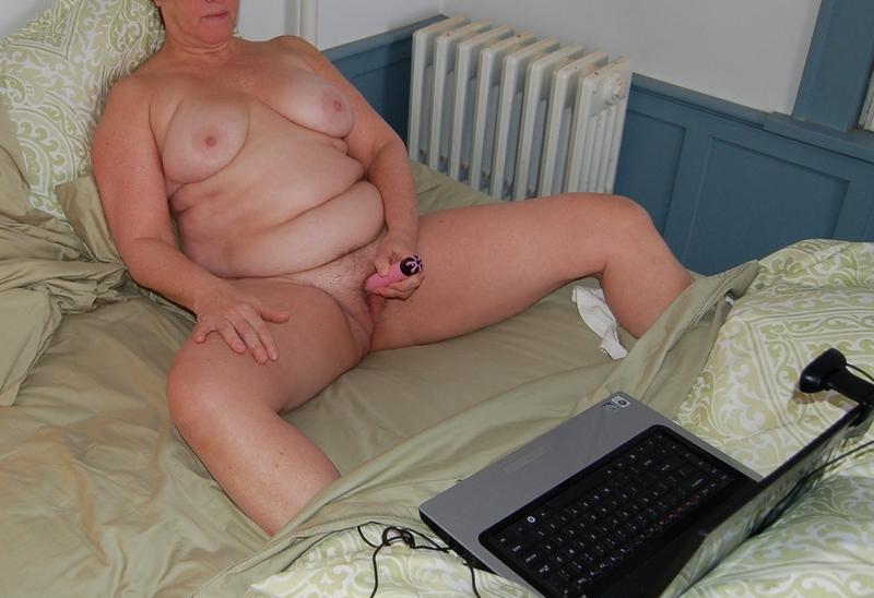 Толстые и жирные мастурбируют 13 фотография