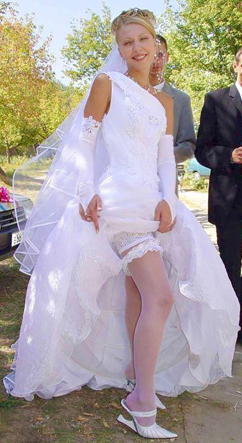 такая задралась юбка невесты фото друзья