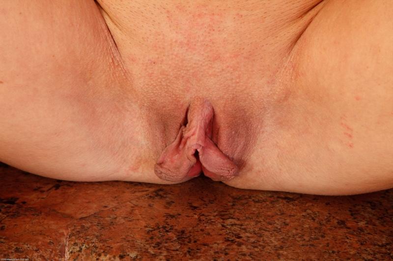 Торчащие половые губы фото 4 фотография