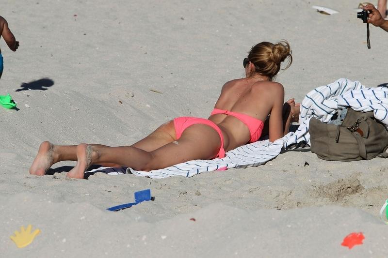 3Подсмотрел на пляже фото