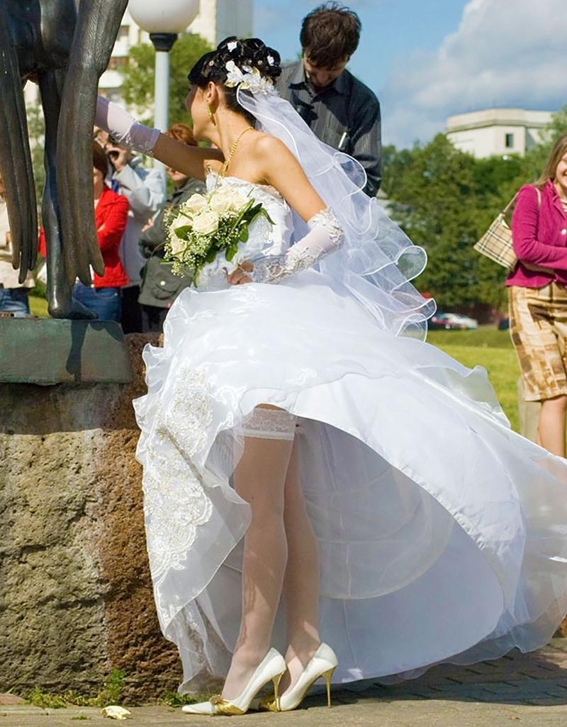 У моей невесты под юбкой 10 фотография