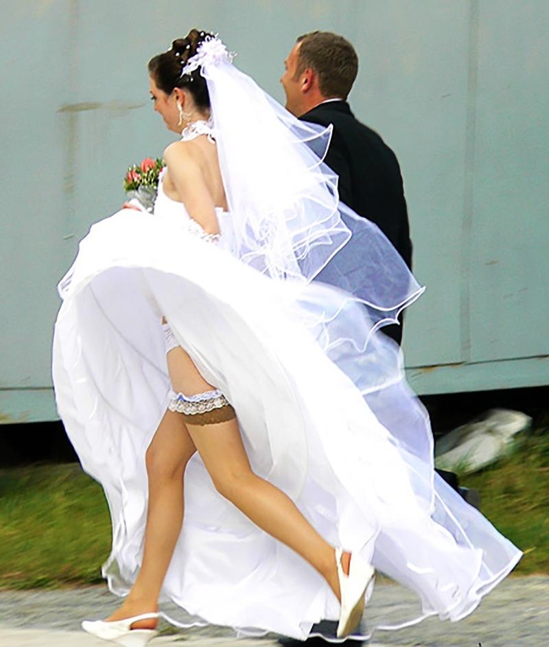 Что у невестпод платьем порно