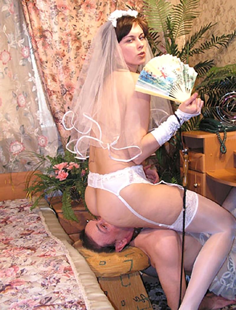 Туалетный раб и его русская госпожа 13 фотография