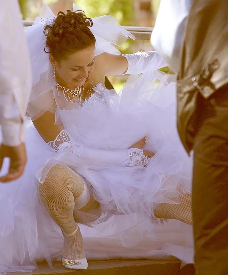 Невесты под смотреть у юбкой