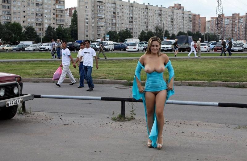 Эксбиционистки на улице фото 19 фотография
