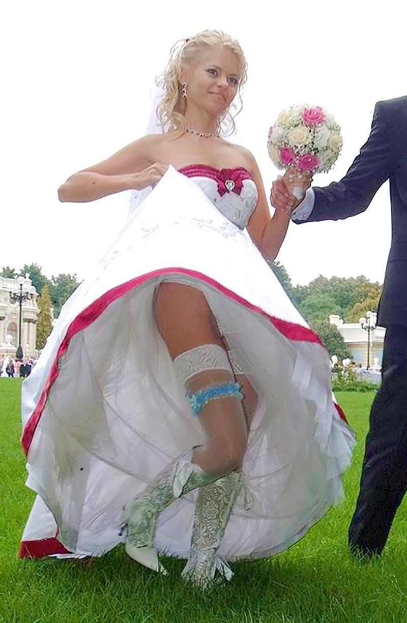Невеста на свадьбе без трусов написали