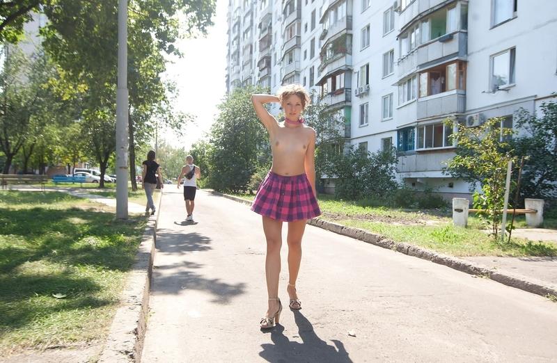 Фото под юбками в городе 15 фотография