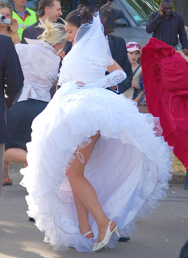 задралась юбка невесты фото всего