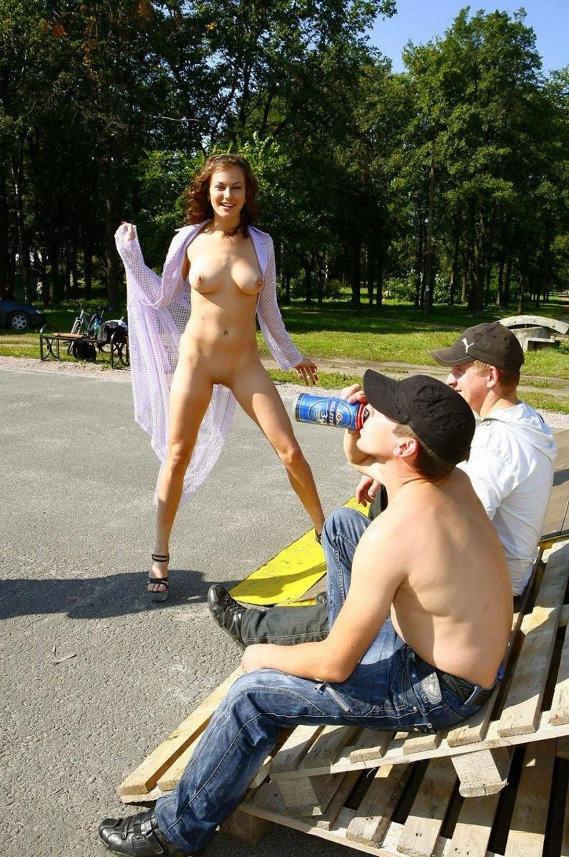 Порно видео голых девушек на улице