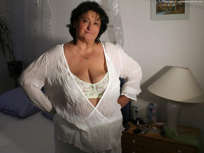 Фото пожилая женщина с большой грудью 3 фотография