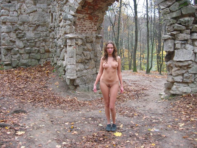 Прогулка голышом по лесу 19 фотография