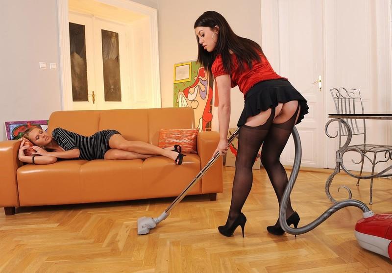 Хозяйка издевается над служанкой 7 фотография